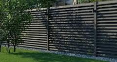 Жалюзийный забор с металлическими столбами