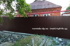 Дзержинский-р-н-забор-из-профнастила-фундамент